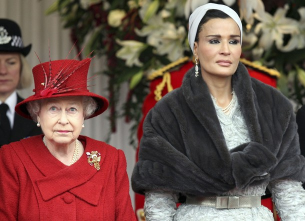 Sheikha Mozah&Britain's Queen Elizabeth