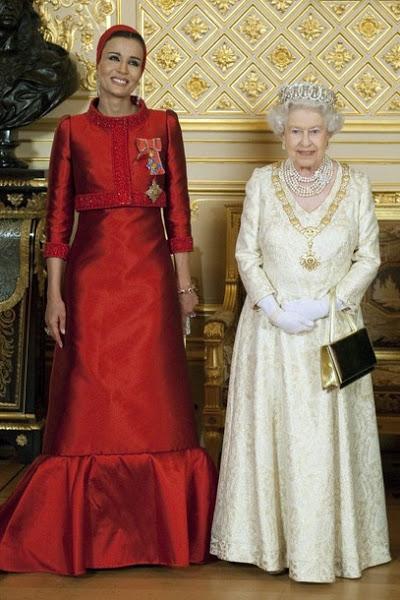Sheikha Mozah& Britain's Queen Elisabeth II